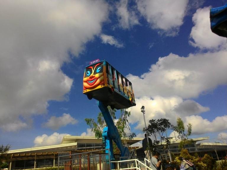 Tagaytay Sky Ranch: Flying Bus