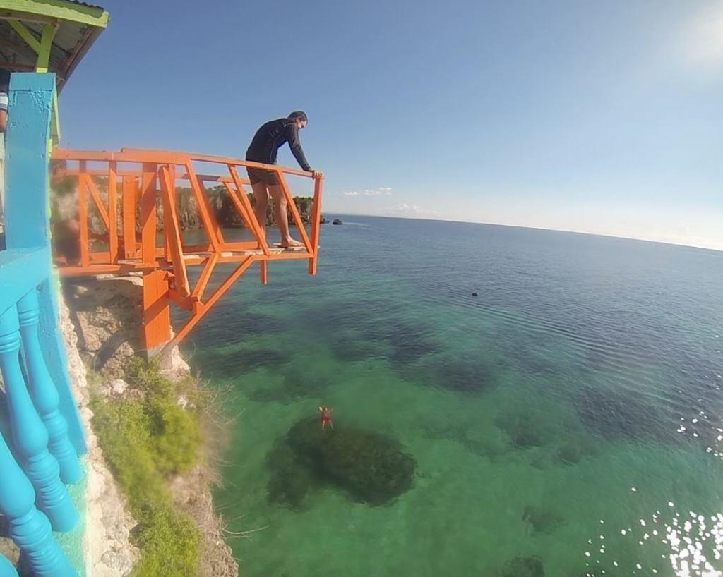 Jumping. Cebu's Funtastic Island.